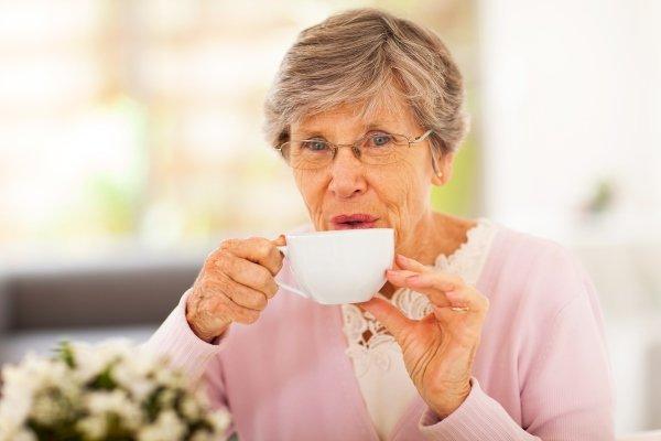 Прием настойки сирени с чаем