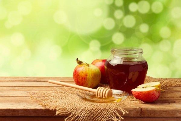 Мед и яблоки для домашнего уксуса