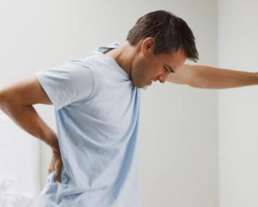 Боль в спине у мужчины при геморрое