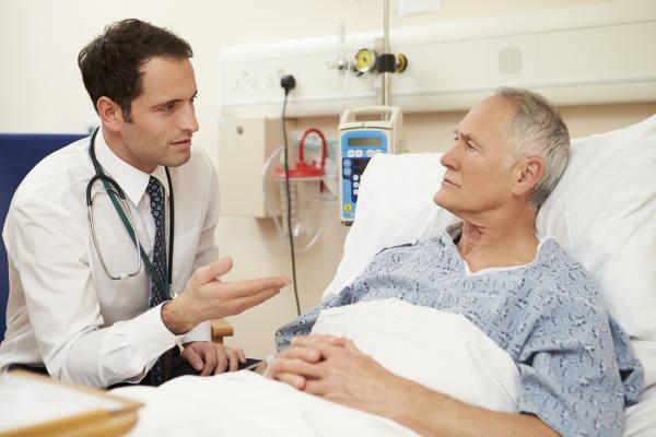Доктор и пациент в больнице