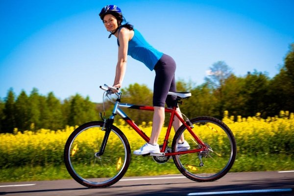 Езда на велосипеде приподнявшись